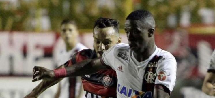 Flamengo e Vitória empatam em jogo com gol relâmpago e polêmicas