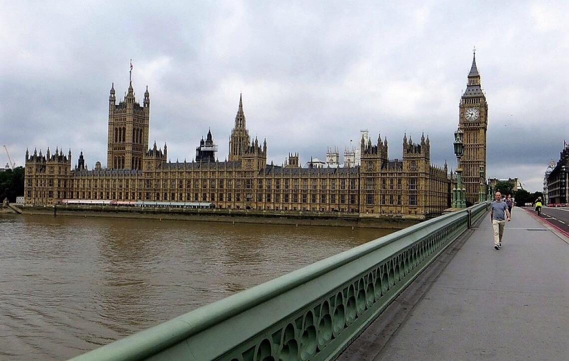 Parlamentares negam conspiração para derrubar premiê britânica