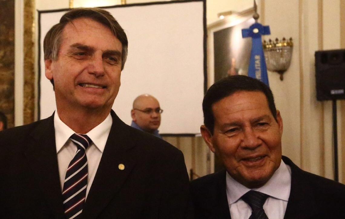 Jair Bolsonaro é eleito 38º presidente em eleição de extremos