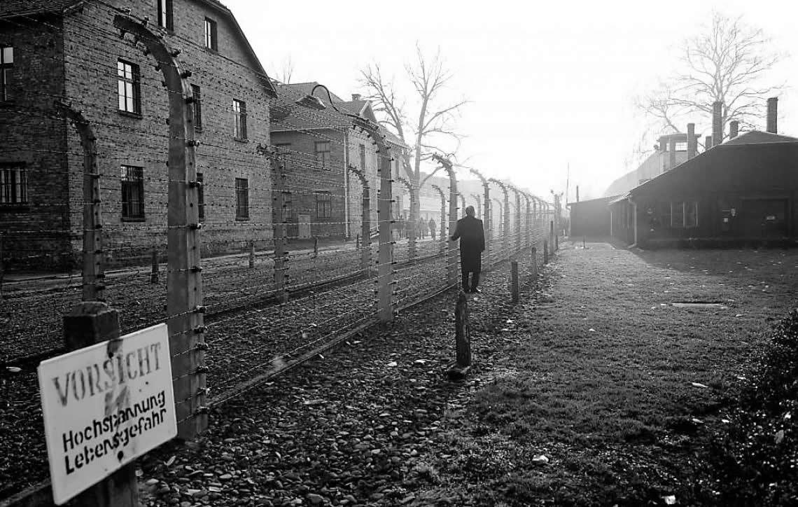 Ex-guarda de campo nazista é julgado na Alemanha aos 94 anos de idade