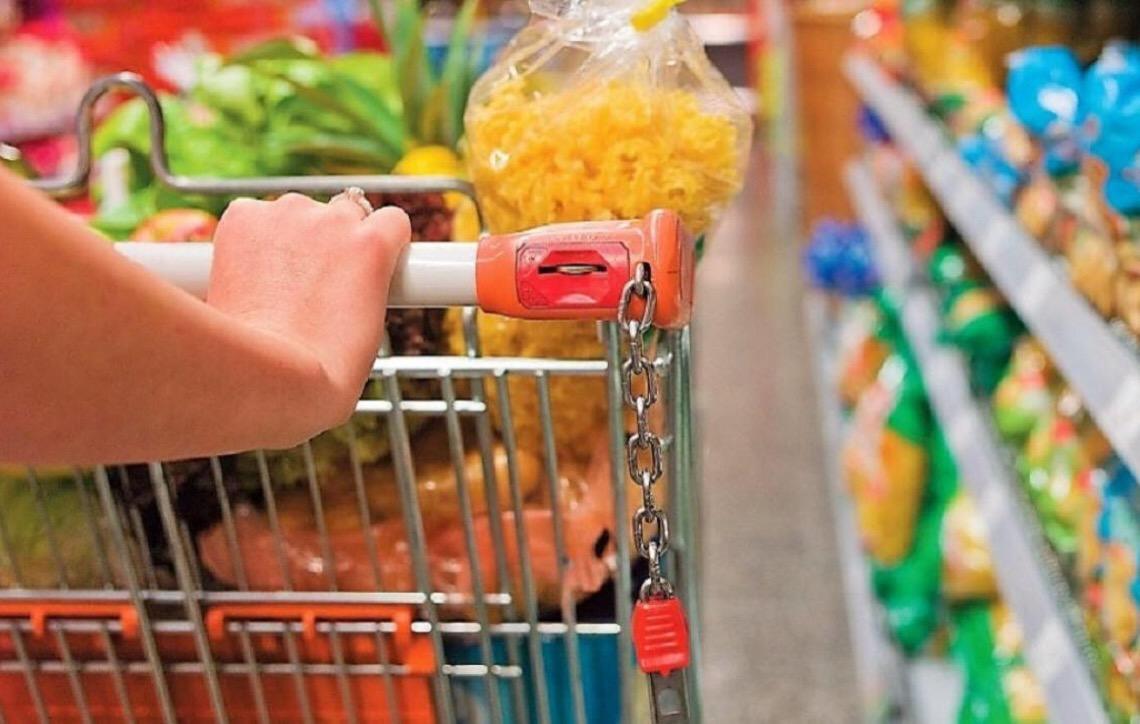 Na comparação mensal, a cesta básica ficou mais cara em outubro em 16 das 18 capitais pesquisadas pelo Dieese