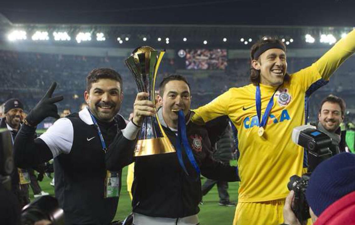 Justiça penhora taça do Mundial de 2012 do Corinthians