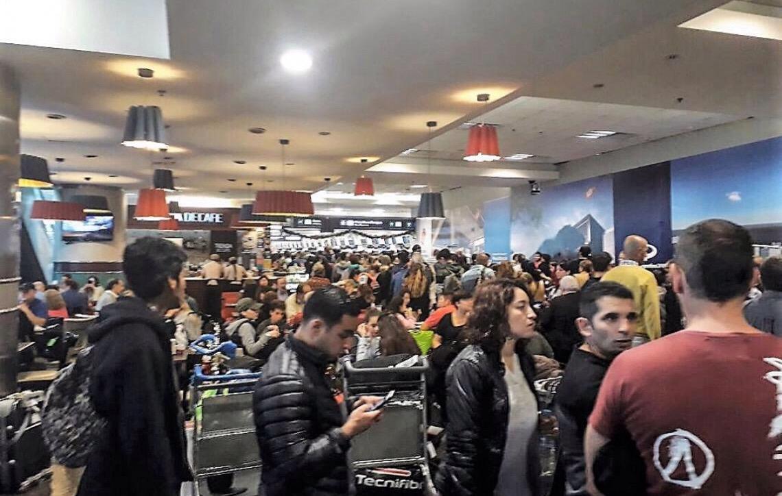 Protesto por aumento salarial cancela ao menos 150 voos na Argentina