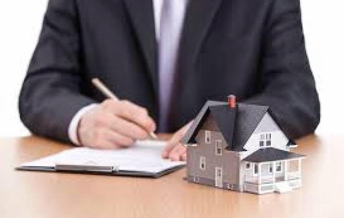 Credor fiduciário pode permanecer na posse do imóvel, sem devolver valores, após leilões em que não tenha havido lances