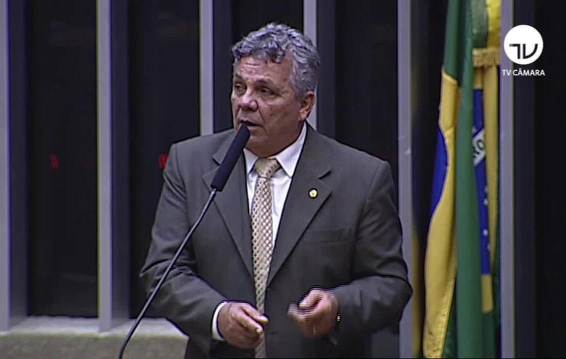 Fraga chama governador eleito do DF de 'jumento' em discurso na Câmara