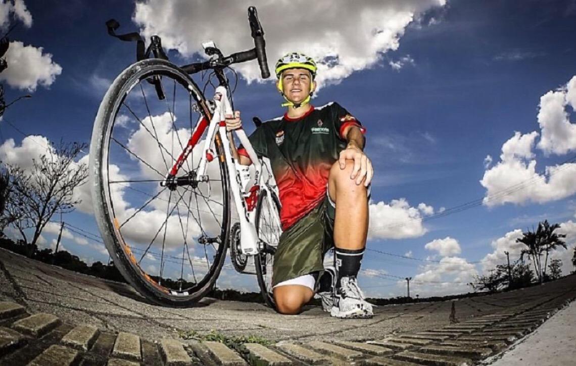 Menos de um mês após comprar a sua primenra bicicleta de velocidade, Nathan Steuck conquista o ouro em Natal