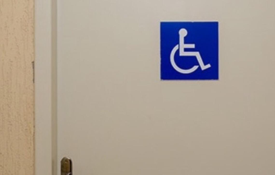 Empresa é condenada em danos morais por não oferecer banheiros separados por sexo no local de trabalho