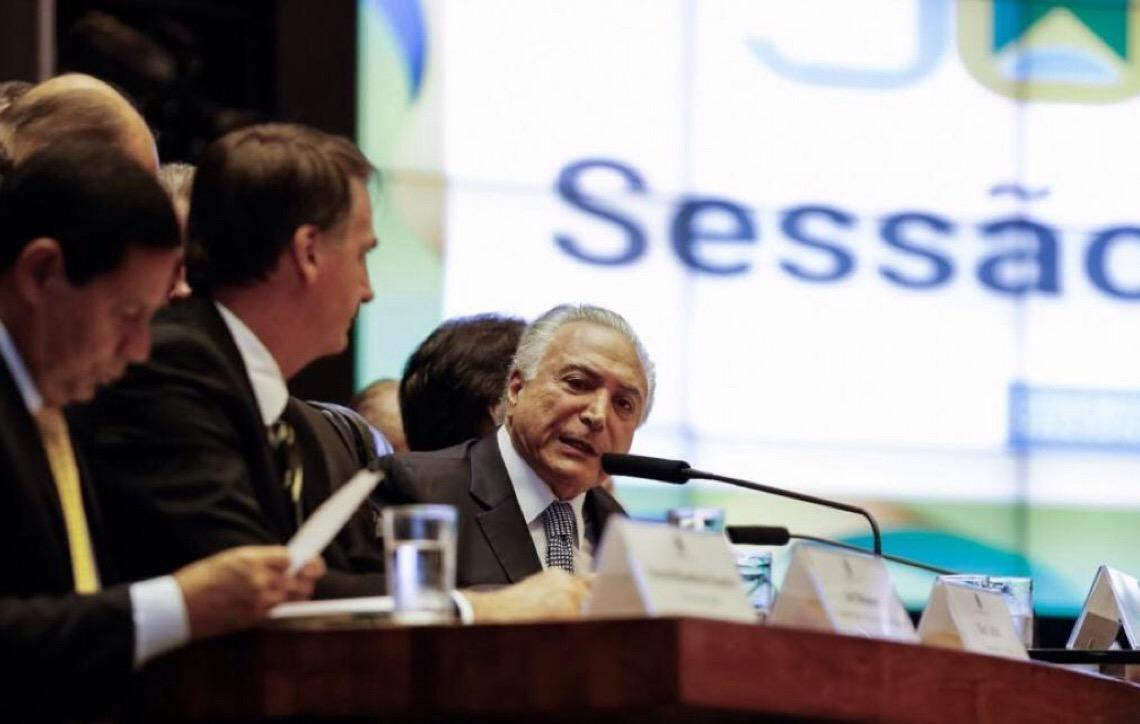 Temer à equipe de Bolsonaro: Problema não é número de servidores, mas salários altos
