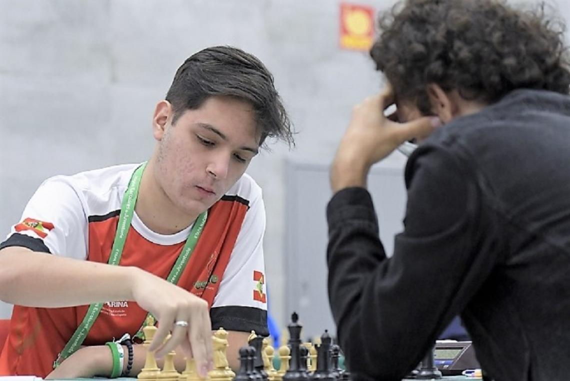 Mestre FIDE de xadrez se despede dos Jogos Escolares com medalha de ouro