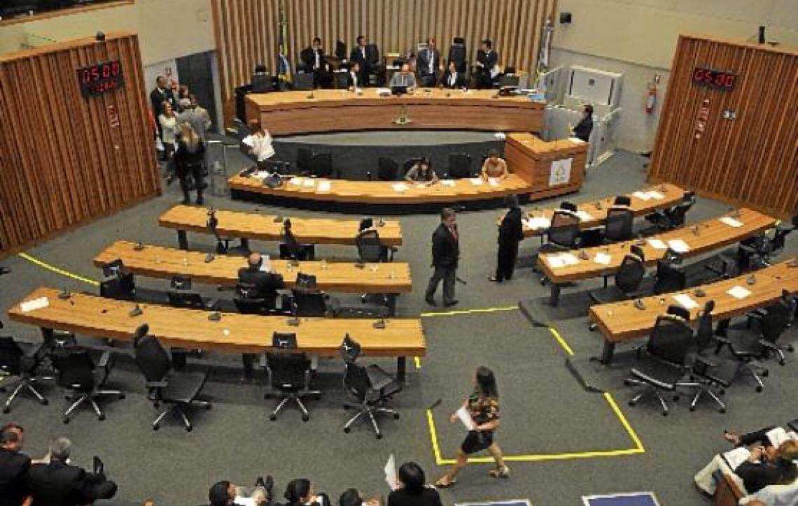 Bancada da educação dividida na Câmara Legislativa