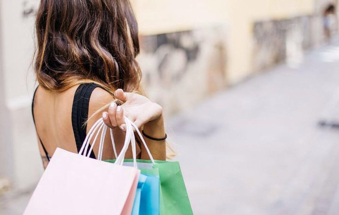 Confiança do consumidor sobe e atinge maior nível desde julho de 2014