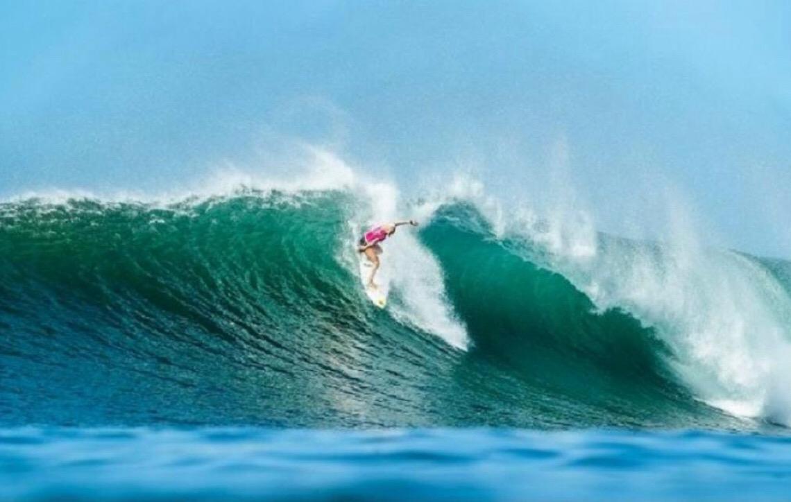 Brasileira Tatiana Weston-Webb termina Circuito Mundial de Surfe na quarta colocação