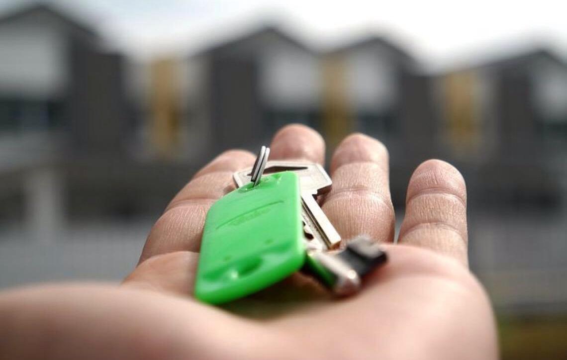 Salário de fiadores não pode ter parte penhorada para quitação de aluguel, diz STJ