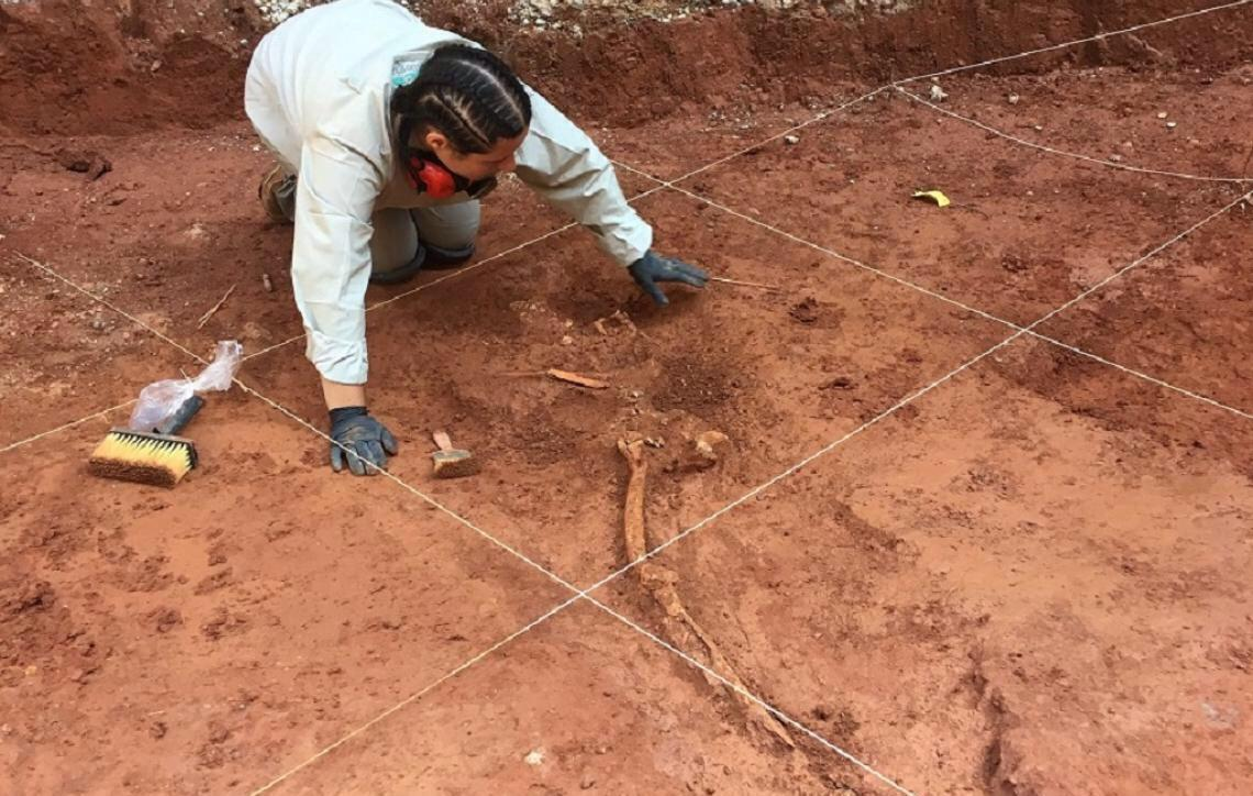 Escavação arqueológica traz à tona primeiro cemitério público da capital paulista