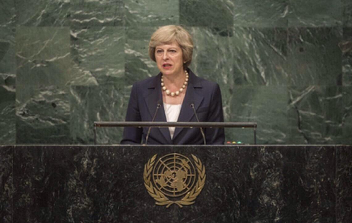 Theresa May desiste de votação do 'Brexit', diz imprensa local