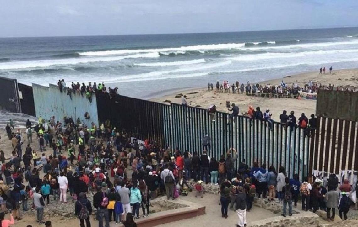 Trump ameaça: Se Democratas não aprovarem muro na fronteira, militares construirão