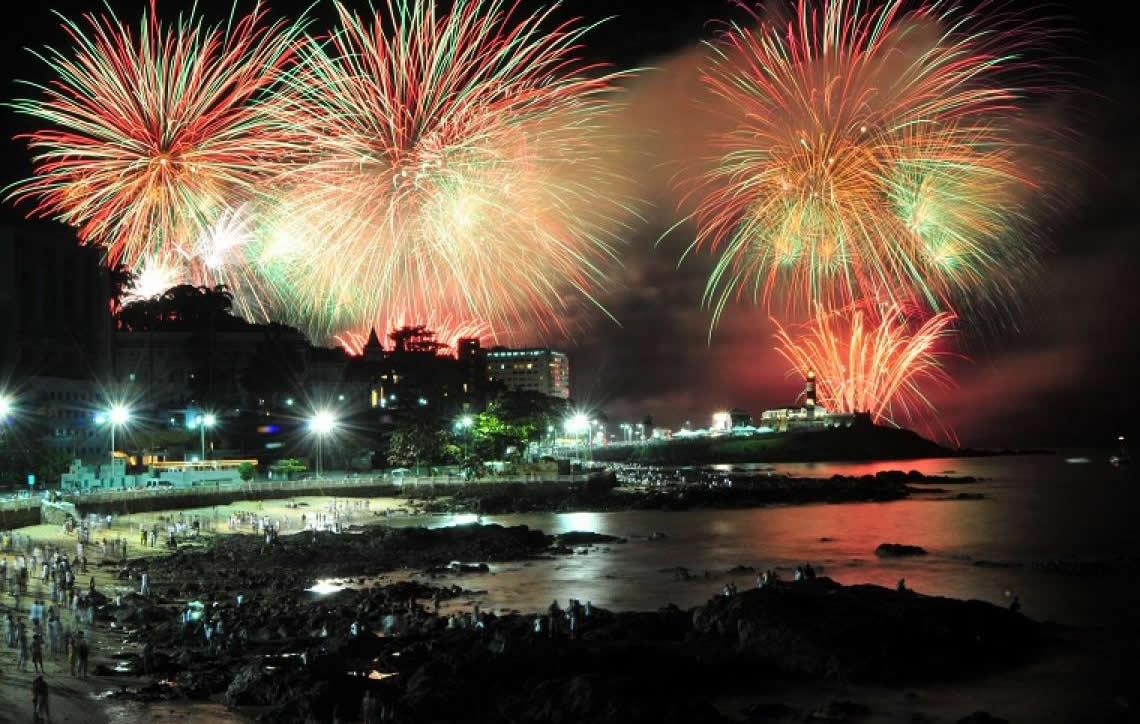 Destinos mais procurados de Réveillon preparam atrativos, espetáculo de fogos e grandes shows