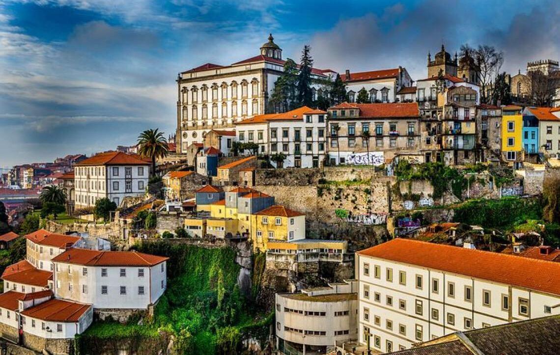 Portugal sem ostentação. Se Lisboa é sol, o Porto é sombra