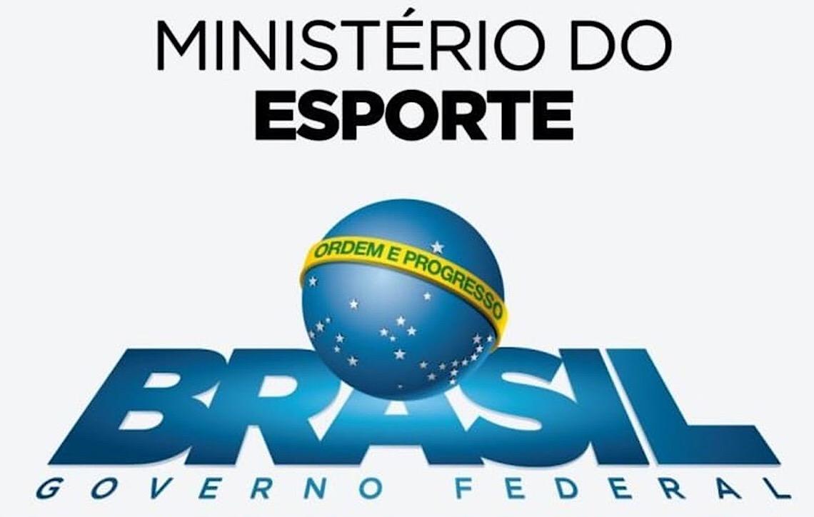 A suspeita raspada de panela no apagar das luzes do Ministério do Esporte para a Secretaria do DF