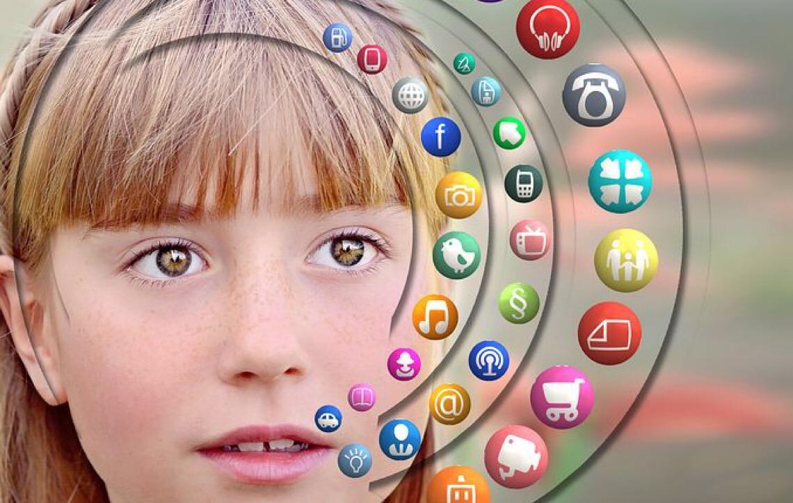 Questão de saúde pública. Mídias sociais elevam depressão entre meninas
