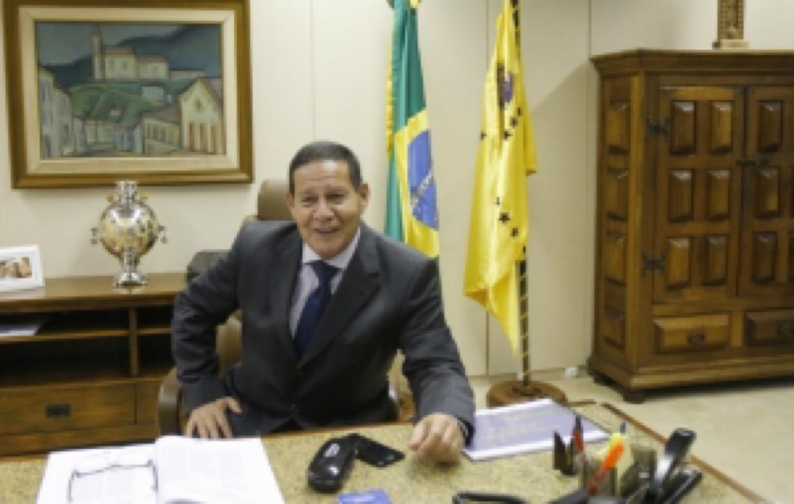 'Se pudesse, teria o meu filho na minha equipe', diz general Mourão