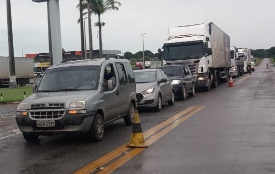 Em Goiás. Caminhoneiros interditam BR-153 por melhores condições na rodovia