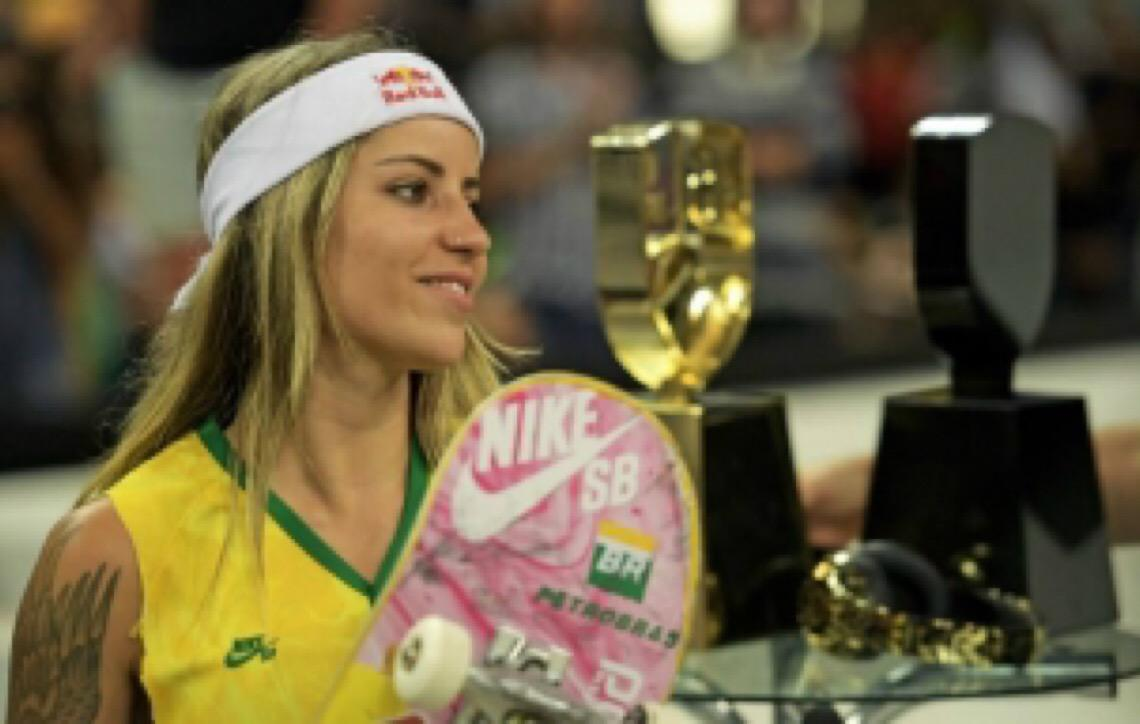 Letícia Bufoni e Kelvin Hoefler são vice-campeões no Mundial de Skate Street