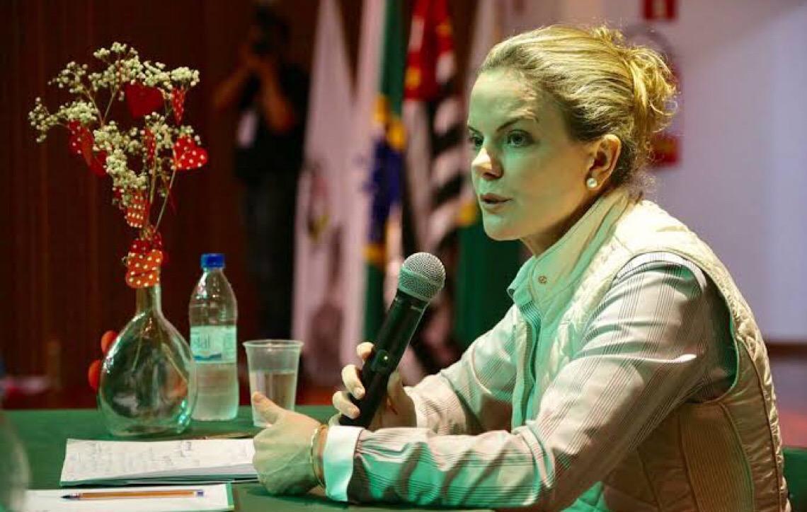 O que o MST tem a ver com a ida de Gleisi Hoffmann à posse de Nicolás Maduro?