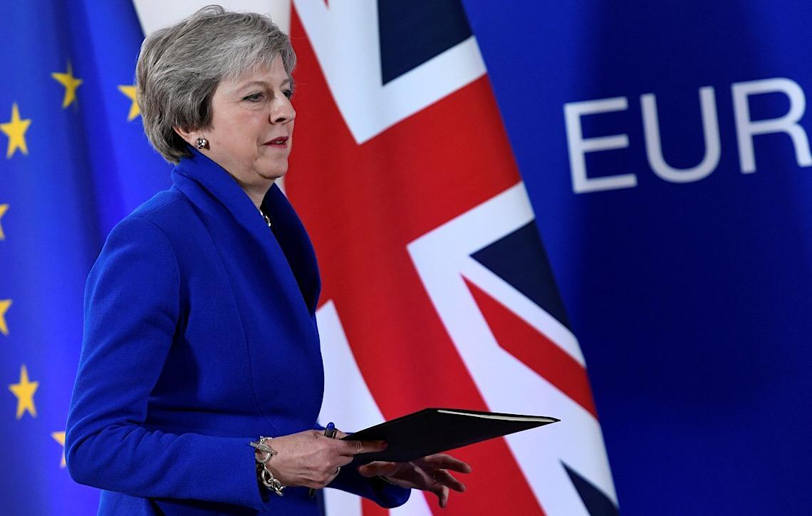 À beira do colapso político. Reino Unido em desespero em busca de uma direção