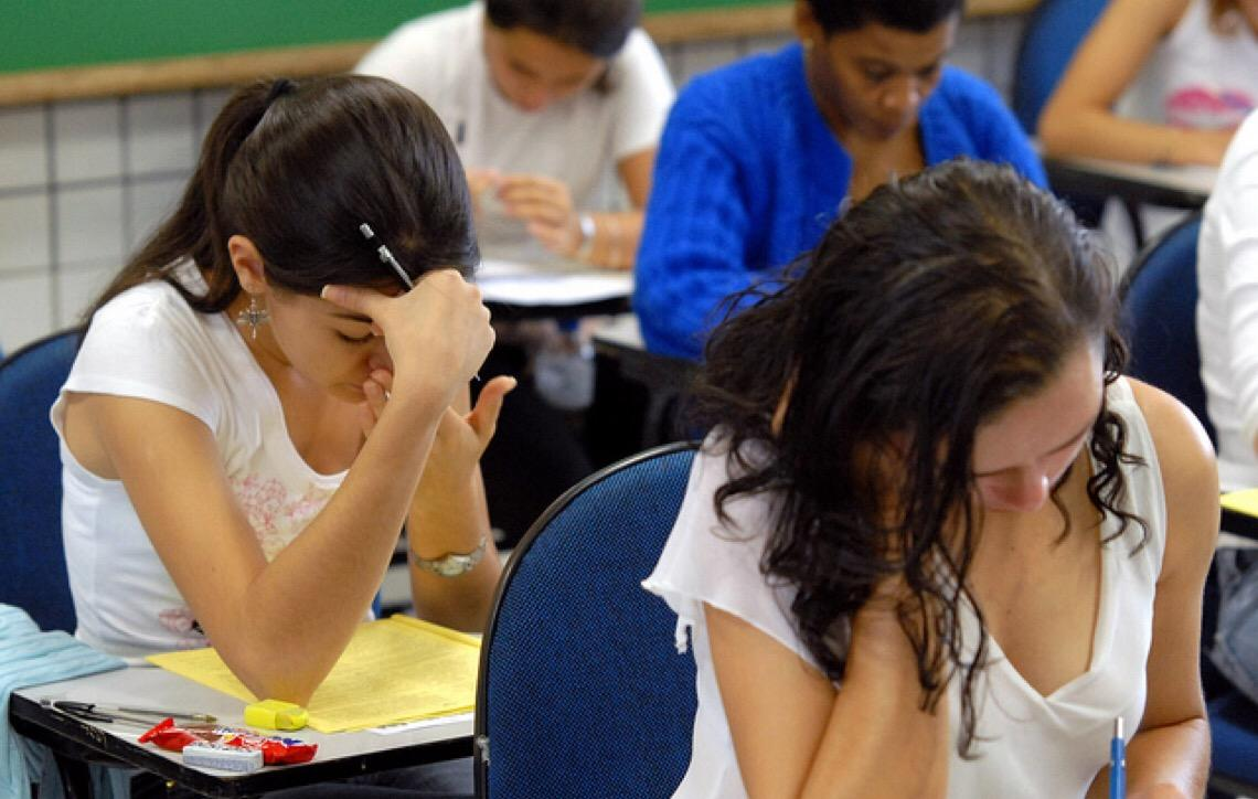 Cursinhos populares da USP oferecem oportunidade de estudo para jovens de baixa renda