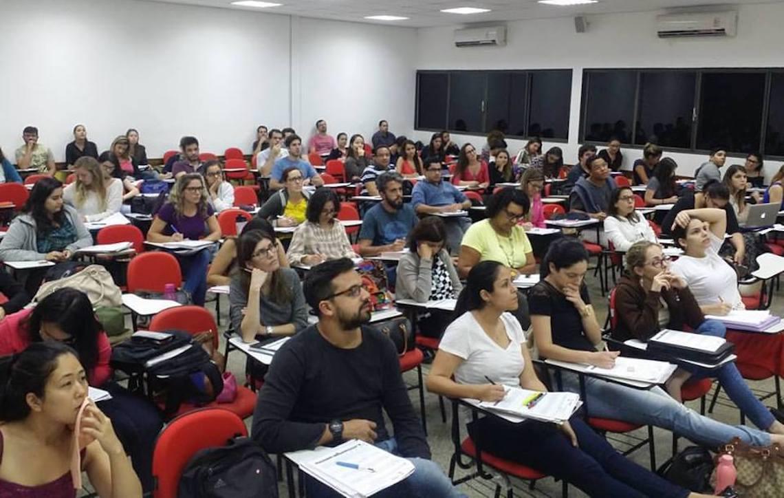 Aulões beneficentes de português para carreiras policiais