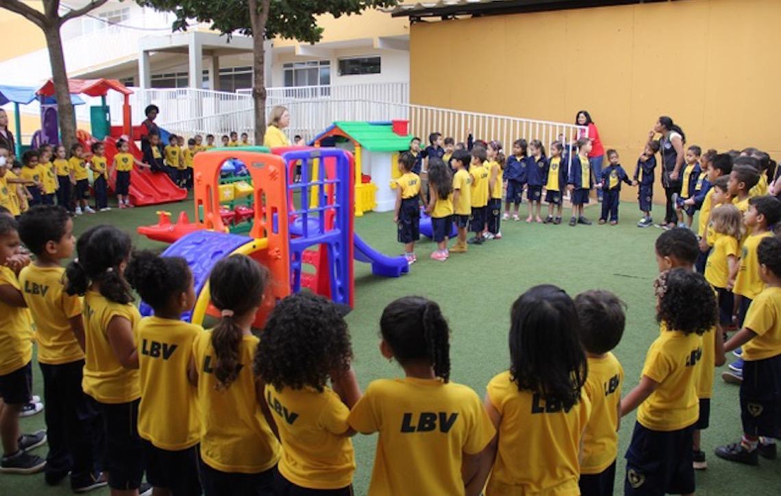 Escola da LBV comemora aniversário com ação para arrecadar livros