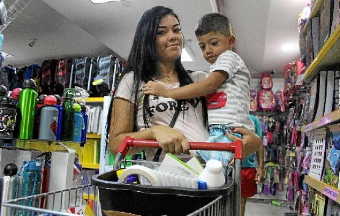Pais correm às papelarias em Brasília