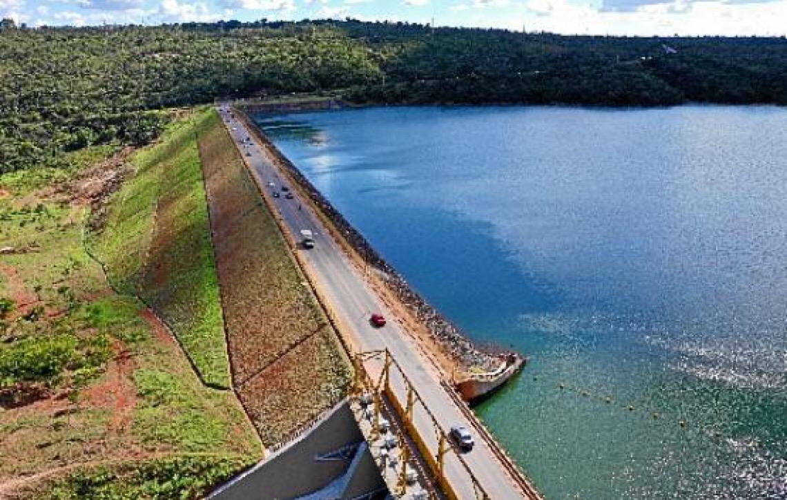 Riscos à beira da barragem do Paranoá