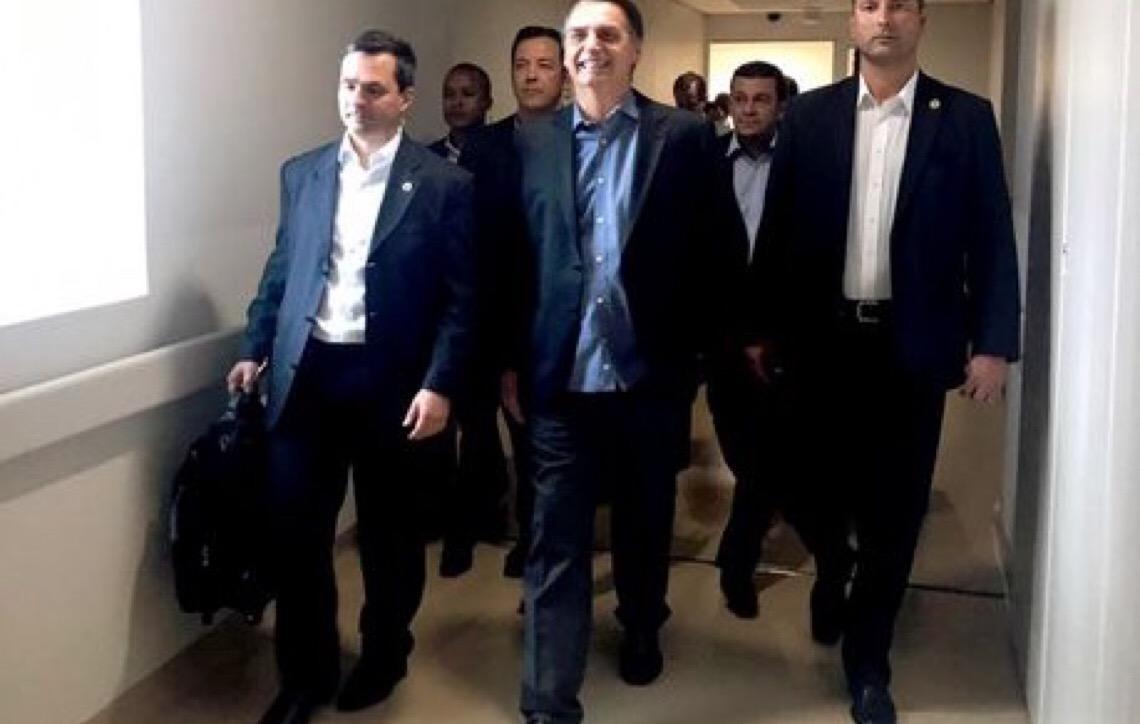 Presidente Jair Bolsonaro chega a Brasília depois de ter alta hospitalar