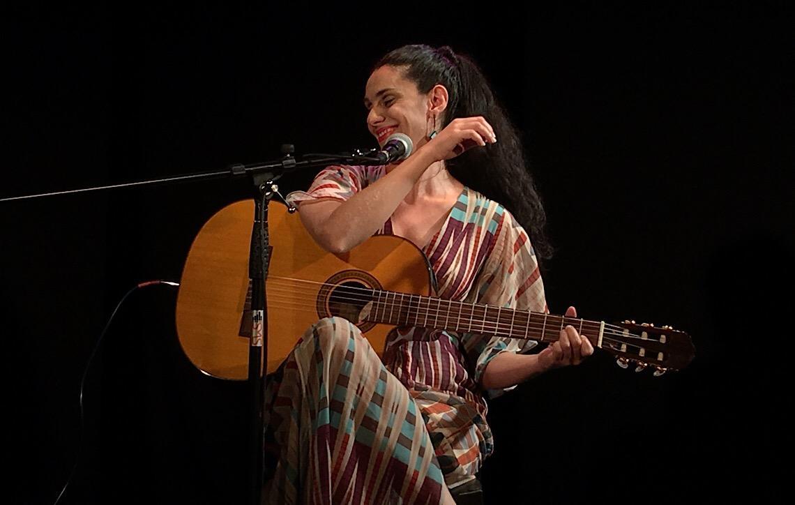 CAIXA Cultural recebe cantora brasiliense Fernanda Cabral