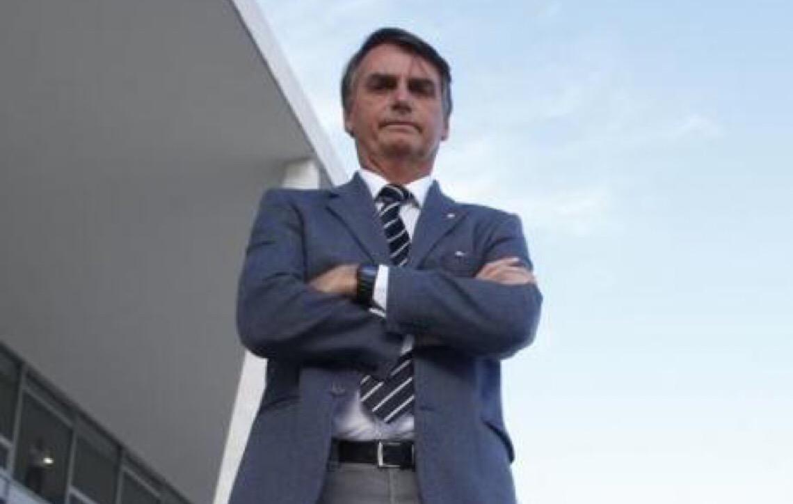 'Fogo amigo' testa estabilidade do governo Bolsonaro, diz analista