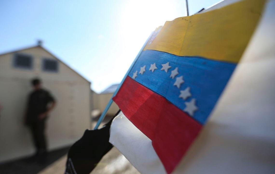 Venezuelanos deixam Roraima e seguem para oito cidades do Brasil