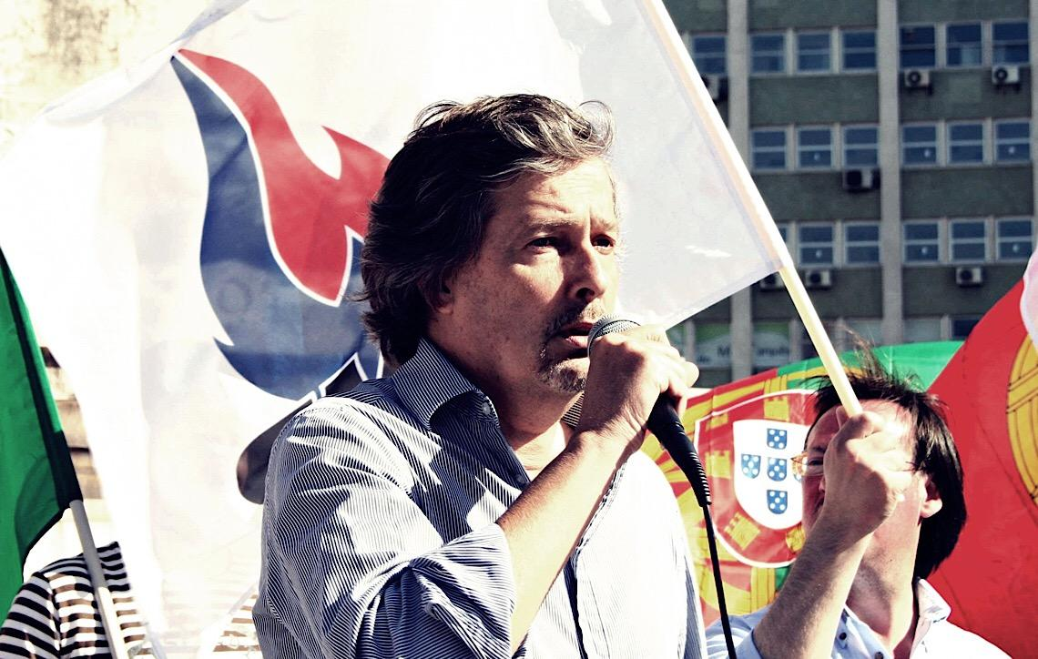 """Líder de partido português declara: """"Jean Wyllys, não és bem-vindo a Portugal"""""""
