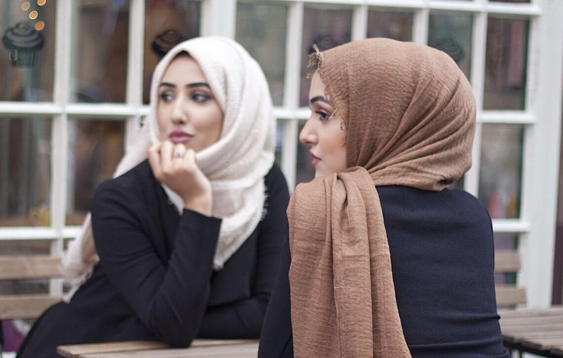 Na Europa, mulheres usam lenços islâmicos para evitarem assédio sexual de muçulmanos