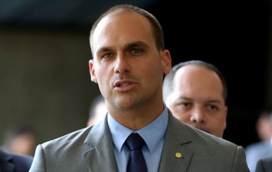 Eduardo Bolsonaro sai em defesa do irmão