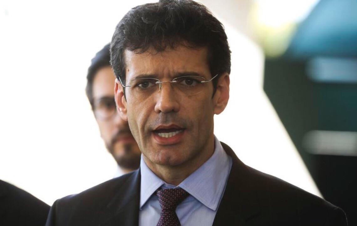 Ministro do Turismo cancela ida a reunião com Mourão após encontro com Bolsonaro