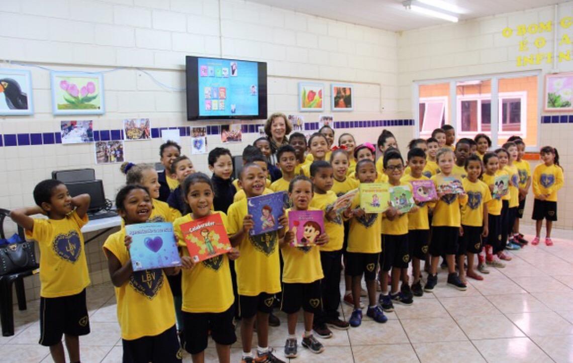 Projeto Despertar para a Leitura da LBV recebe escritora brasiliense Lei-Ly-Nay