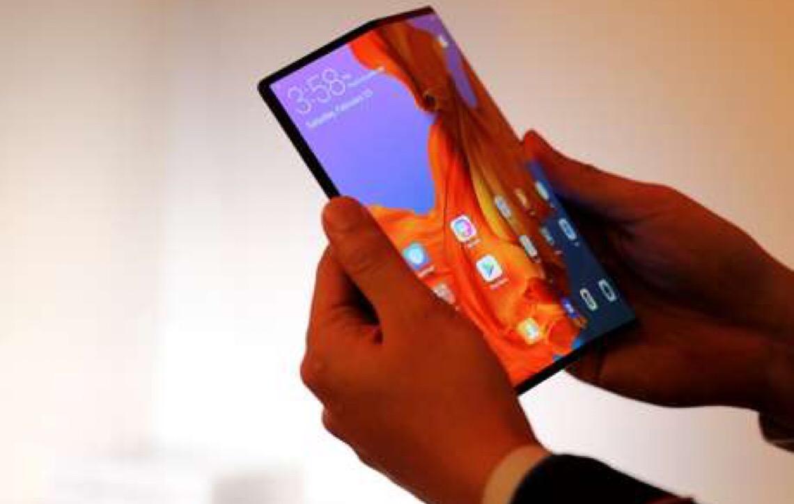 Huawei lança o Mate X, smartphone com 5G e tela dobrável