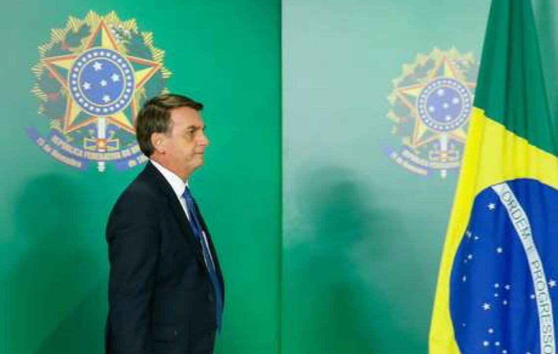 Jair Bolsonaro diz que ambiente acadêmico tem sido 'massacrado por ideologia de esquerda'