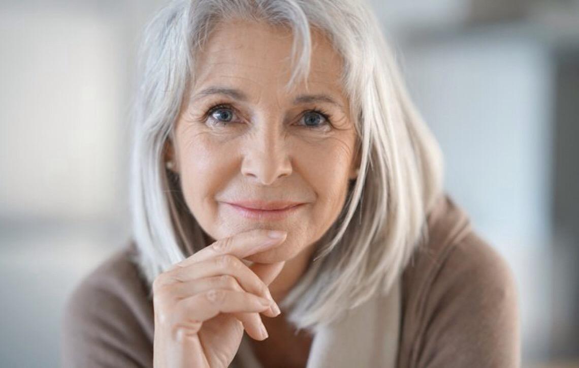 3 dicas essenciais para cuidar dos fios grisalhos