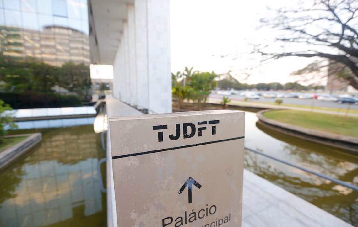 Lei que corrige salários atrasados em Brasília é inconstitucional