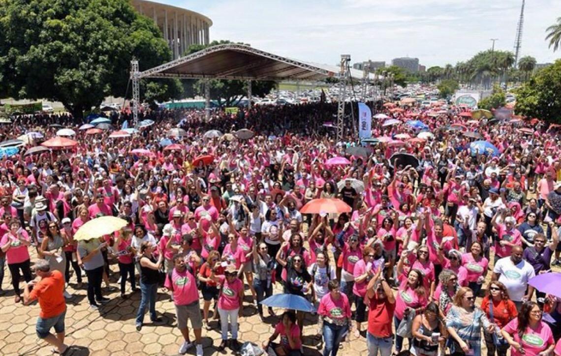 Professores em Brasília aprovam calendário de mobilização