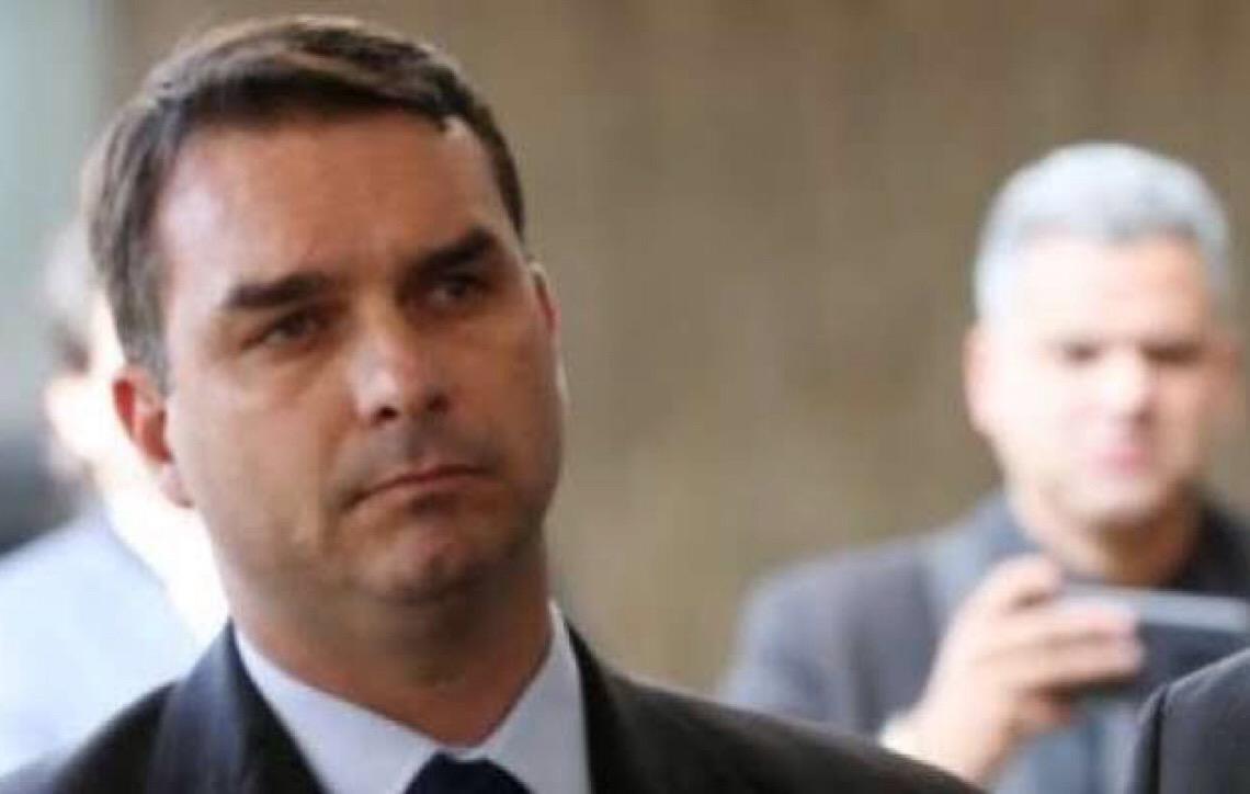 Por que Flávio Bolsonaro não assinou o requerimento da CPI da Lava Toga?