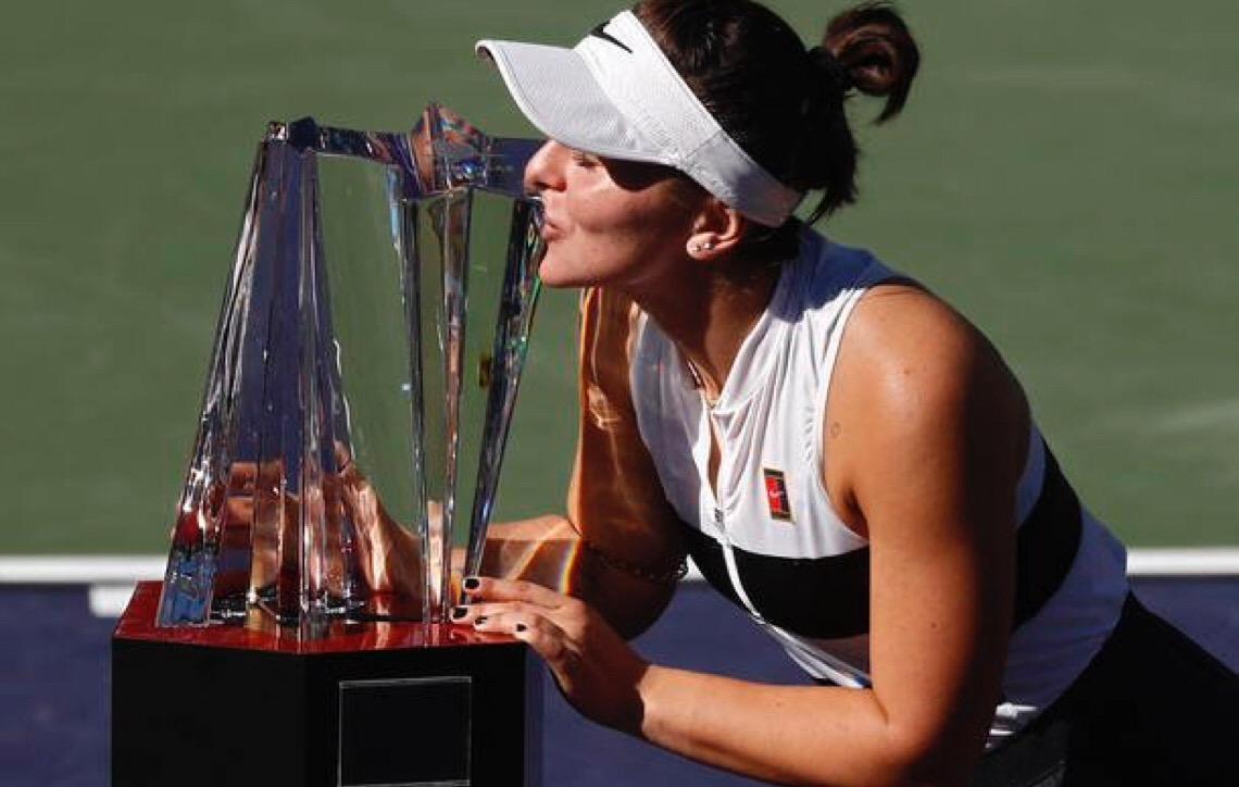 Aos 18 anos, canadense Andreescu bate Kerber e leva título em Indian Wells